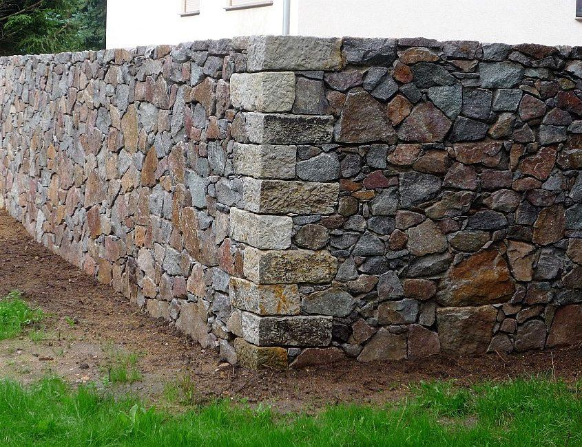 Gartenmauer aus Bruchstein