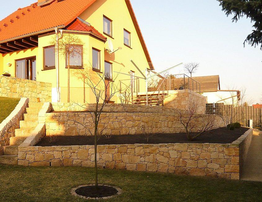Sandsteinmauer Garten