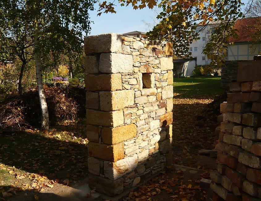Gartenmauer aus Sandstein