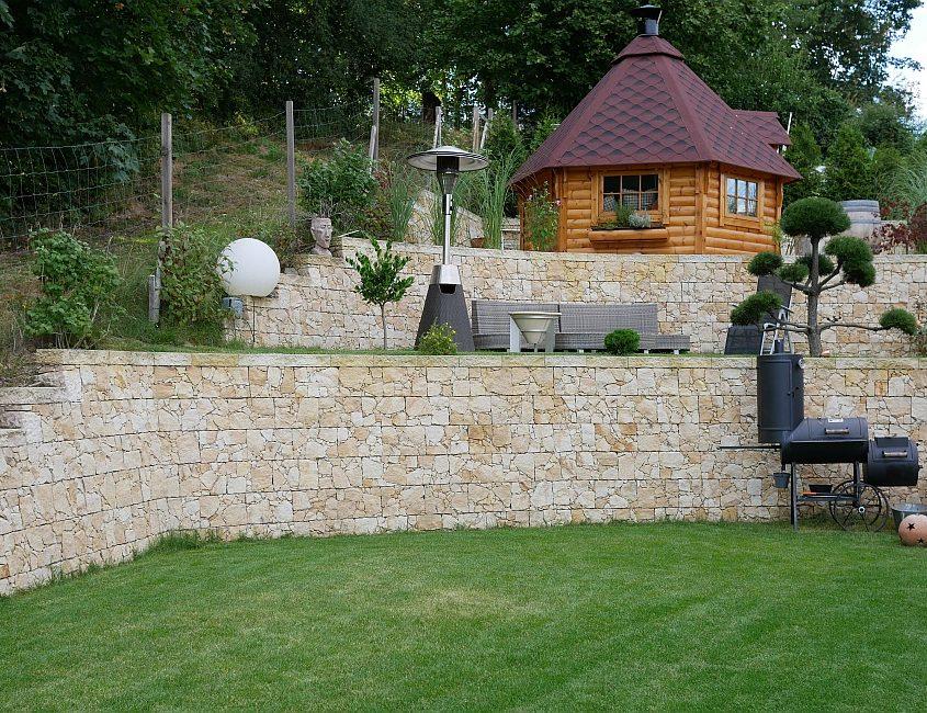 Natursteinmauer selber bauen