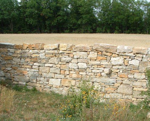 Natursteinmauer trocken gesetzt