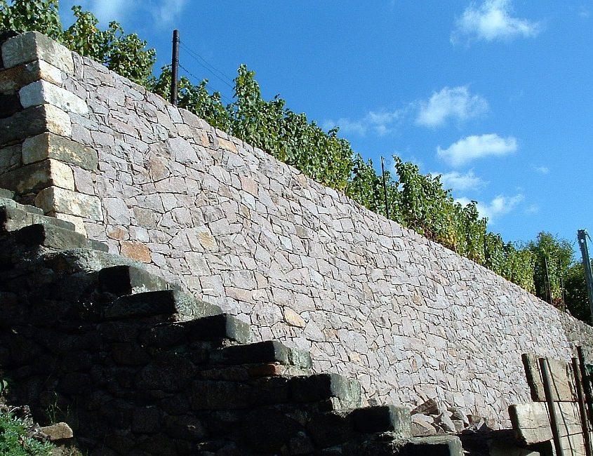Natursteinmauer Weinberg