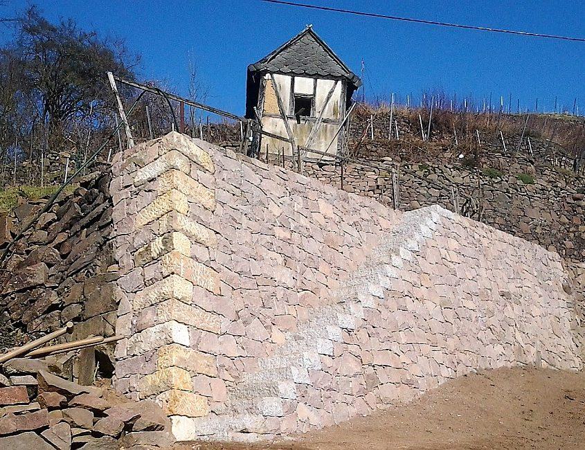Trockenmauer mit Treppe